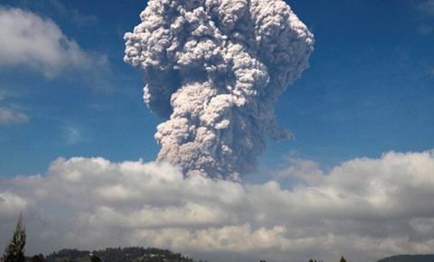 Vulcão entra em erupção no Havaí e leva autoridades a evacuar regiões próximas