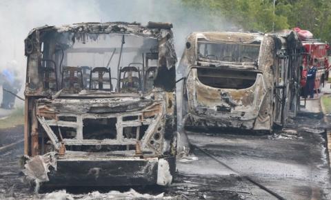 Três ônibus são incendiados em Campinas