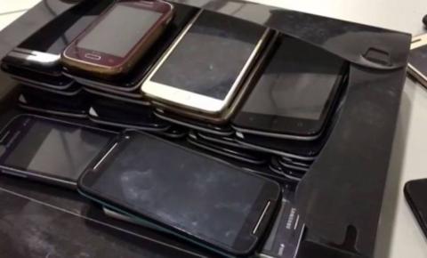 Professora é flagrada entrando com 31 celulares em presídio
