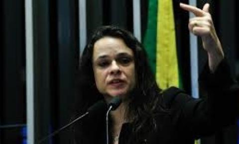 Janaina Paschoal é cotada como vice na chapa de Jair Bolsonaro
