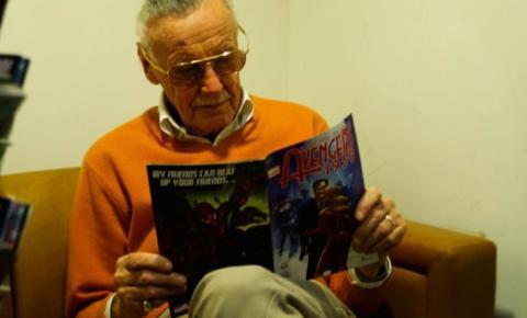 Stan Lee, mestre dos quadrinhos, morre aos 95 anos