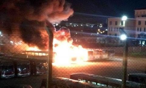 Incêndio em garagem destrói sete ônibus em Sumaré