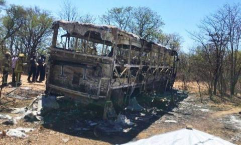 Incêndio em ônibus deixa pelo menos 42 mortos