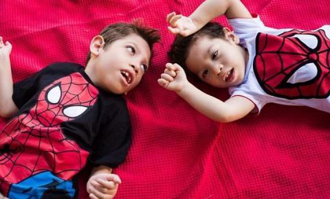 Família de Hortolândia precisa de ajuda para comprar cadeiras de rodas para duas crianças com paralisia