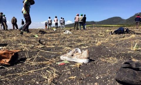 Queda de avião deixa 157 mortos