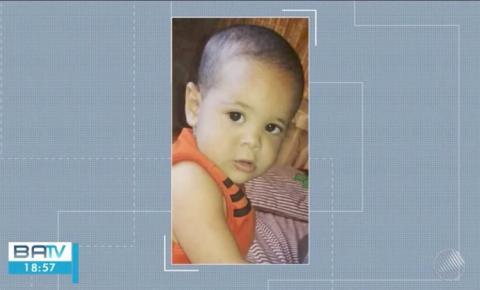 Bebê de 1 ano e 8 meses morre atropelado pelo pai que estacionava caminhão em casa