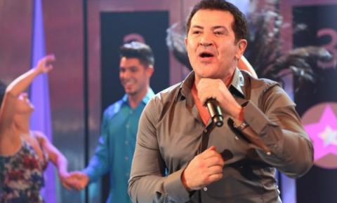 Beto Barbosa comemora volta aos palcos após cura do câncer