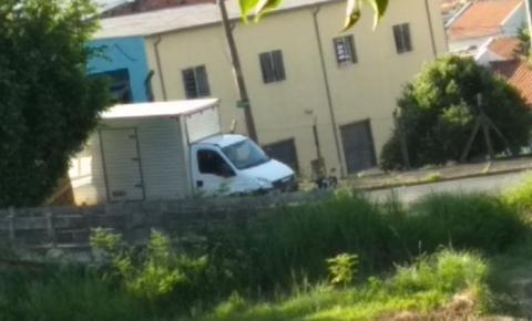 Homem algemado foge da cadeia de Santa Bárbara