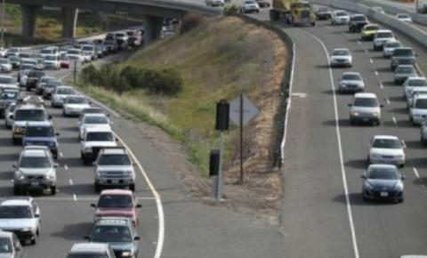Motorista enfrenta lentidão em rodovias na saída de páscoa