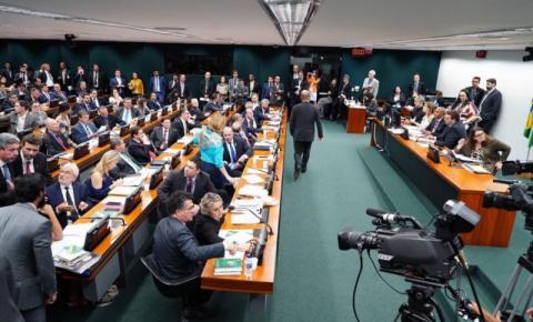 Deputados retomam discussão da reforma nesta terça-feira