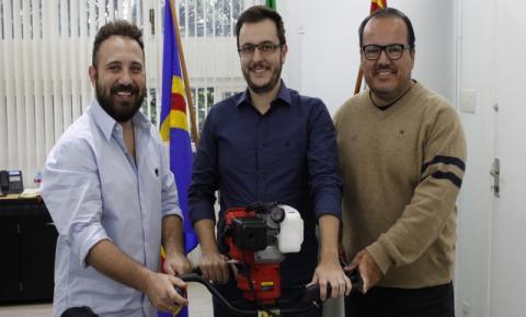 Empresa doa motocoveadora à Prefeitura de Sumaré para acelerar plantio de árvores