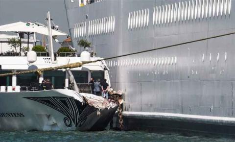 Cruzeiro atinge barco em Veneza e deixa pelo menos cinco feridos