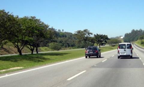Motorista é assaltado e abandonado na Bandeirantes, em S. Bárbara
