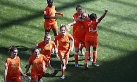 Holanda bate Itália, mantém 100% e vai à semi do Mundial Feminino pela 1ª vez