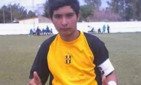 Goleiro de 17 anos morre na Argentina após defender pênalti com o peito