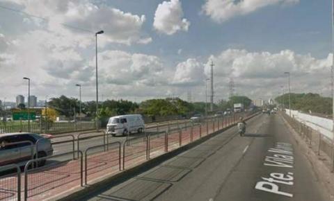 Dois morrem degolados após moto furar bloqueio na Ponte da Vila Maria, em SP