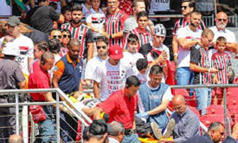 Torcedor do São Paulo cai de arquibancada do Morumbi em jogo contra o Grêmio
