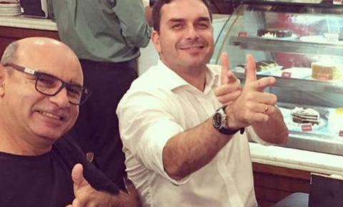 Exonerado, Queiroz agiu pelo gabinete de Flávio Bolsonaro