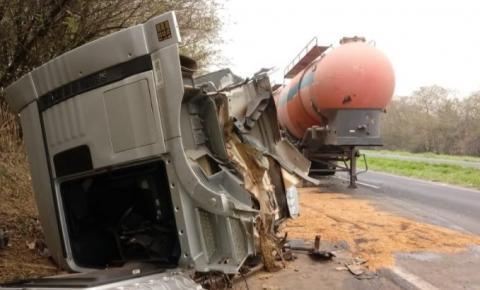 Choque entre caminhões causa congestionamento em rodovia em S. Bárbara