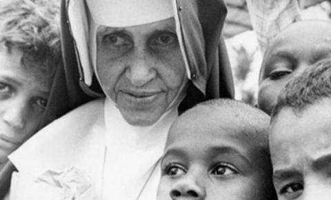 27 anos após a morte, Irmã Dulce se torna 1ª santa católica nascida no Brasil