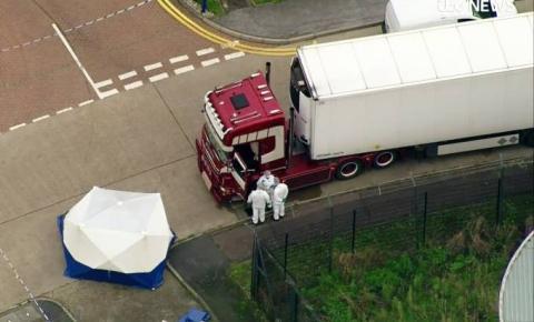 Caminhão é encontrado com 39 corpos