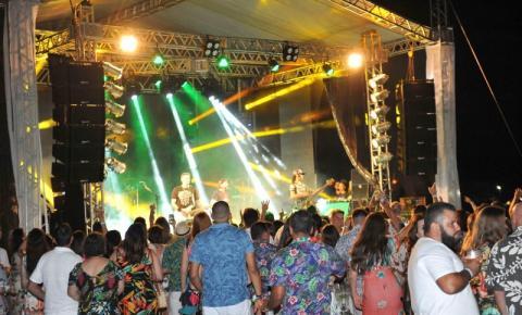 Baile Honolulua reúne cerca de 3 mil pessoas na Sede Náutica do Rio Branco