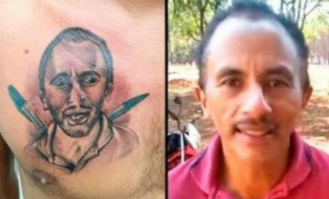 Homem faz tatuagem no peito em homenagem ao hit Caneta Azul