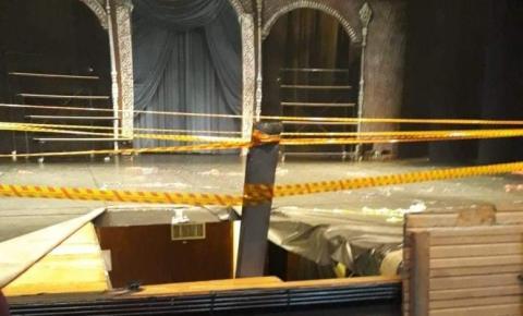 Prefeitura realiza reforço de palco e Teatro Municipal permanece fechado