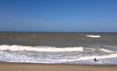 Manchas de óleo atingem litoral do Rio