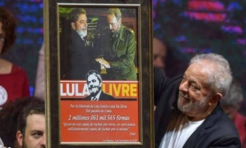 Lula: Brasil nunca precisou tanto do PT, mas tarefa não é de um só partido