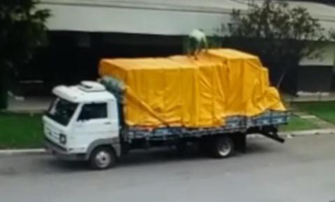 Motorista morre após cair de caminhão na Rodovia Anhanguera