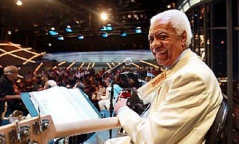 Morre aos 85 anos Bira, baixista carismático do Sexteto de Jô Soares