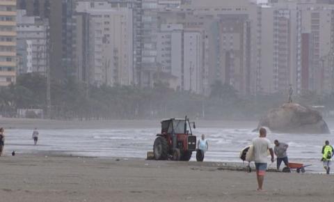 Homem é atropelado por trator na Praia Grande