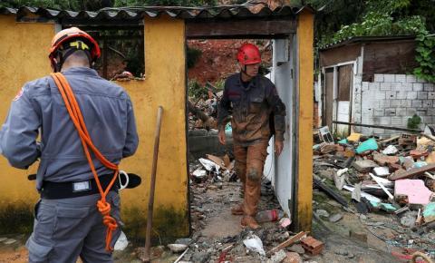 Aumenta para 40 os mortos na Baixada Santista