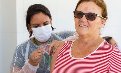 Saúde realiza agendamento para vacinação de idosos em S. Bárbara