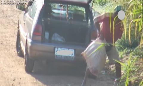Câmera da Guarda Municipal flagra morador descartando animais mortos