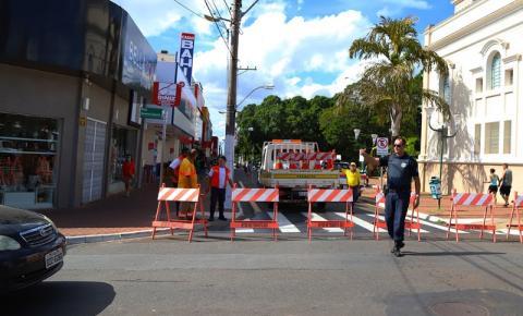 Trânsito é impedido para evitar aglomerações em bancos de S. Bárbara