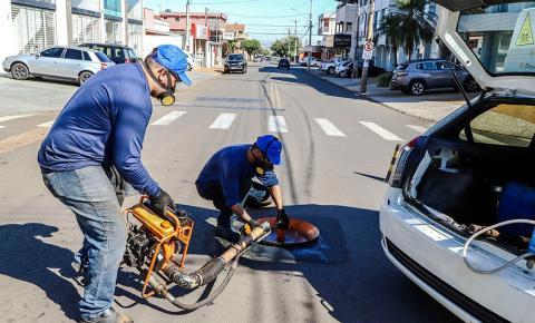 Santa Bárbara realiza dedetização na rede de esgoto