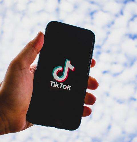 TikTok ajuda no desenvolvimento da fala em crianças e adolescentes