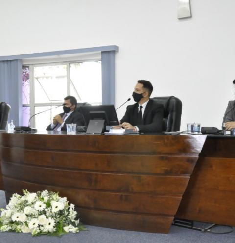 Vereadores tomam posse e elegem Joel do Gás como presidente da câmara de S. Bárbara