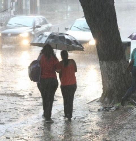 Defesa Civil alerta para risco de fortes chuvas e tempestades
