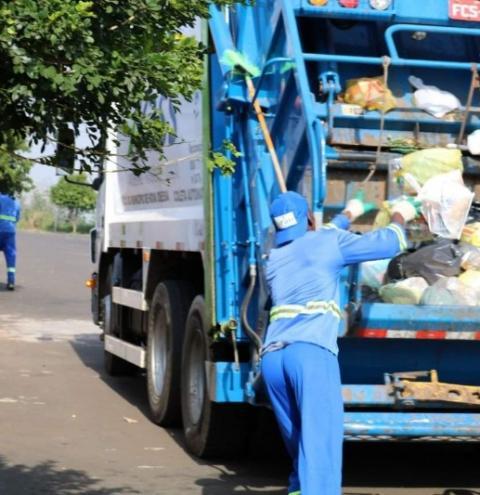Descarte irregular de casos de vidro deixa coletor de lixo ferido em Nova Odessa