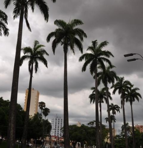 Céu nublado e chuvas isoladas devem permanecer até sexta na região