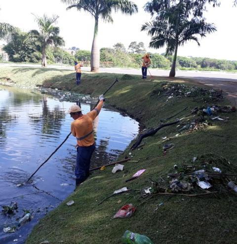 Prefeitura limpa lagoas do Jardim Amanda em Hortolândia