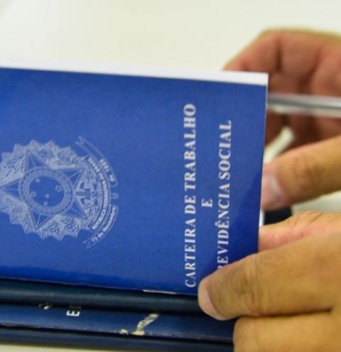 Santa Bárbara tem 77 vagas com carteira assinada