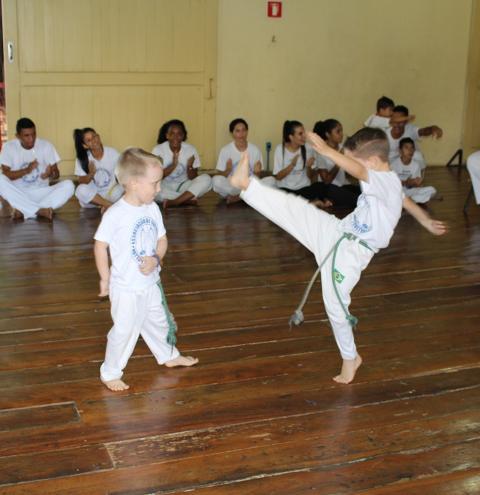 Santa Bárbara está com inscrições abertas para aulas de capoeira
